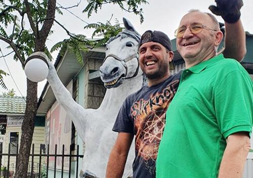 У Славуті тепер є кінь з «орієнтиром для тих, хто сумнівається»