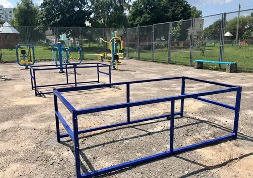 Нетішинські комунальники встановили нові вуличні тенісні столи
