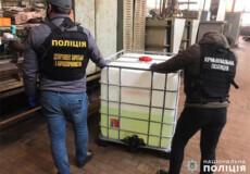 На Хмельниччині працівники держпідприємства оборонпрому збували прекурсори