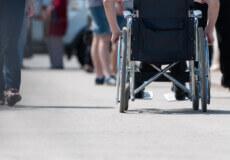 Уряд підвищить оплату особам, які професійно надають соцпослуги з догляду