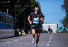 Встановив власний рекорд: охоронець суду з Хмельниччини пробіг 21 кілометр