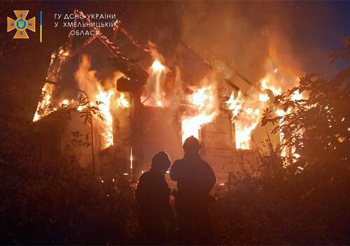 У Шепетівському районі вщент згорів будинок: є травмований
