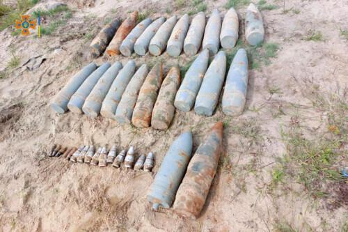 У Славуті виявили та знищили арсенал боєприпасів