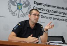 До залів суду Хмельниччини у липні намагалися пронести понад два десятки заборонених предметів