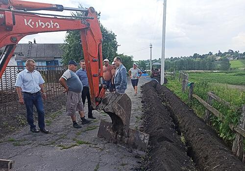У Шепетівській ТГ будують новий водогін для селян