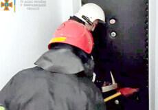 На Хмельниччині рятувальники тричі відчиняли двері: за одними виявили жінку без ознак життя