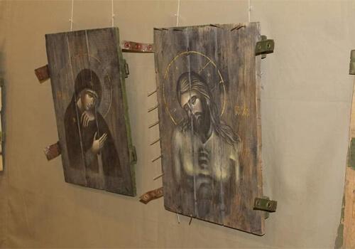 У Славуті презентували ікони, написані на ящиках з-під набоїв