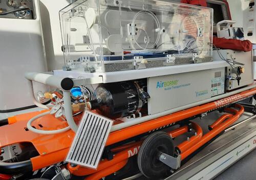 У Хмельницькому презентували реанімобіль, який зможе перевозити дітей вагою менше 1 кг