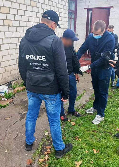 У Шепетівці затримали чоловіка, який продавав наркотики