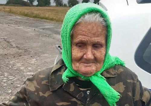 На Хмельниччині усю ніч шукали у лісі 83-річну бабусю