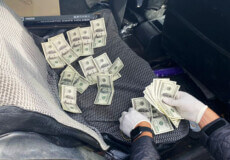 У Шепетівці затримали голову сільської ТГ на хабарі в 3 тисячі доларів США