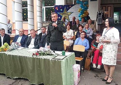 На Хмельниччині школа отримала оригінальний подарунок з нагоди ювілею
