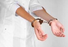 За підробку ковід-сертифікатів штрафуватимуть, а медиків ще й позбавлятимуть посад та навіть волі