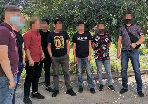 На Хмельниччині у фаст-фуді нелегально працювали мігранти із Південної Азії