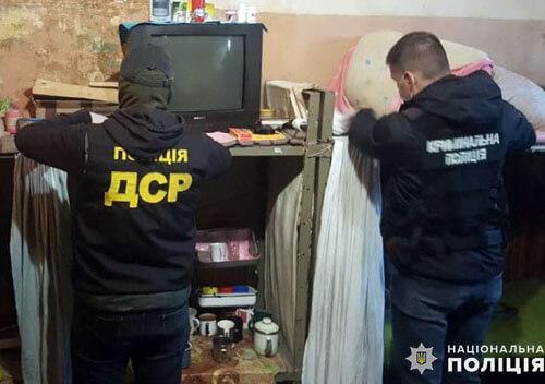 Полісмени Хмельниччини викрили канал постачання наркотиків до слідчого ізолятора