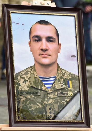 Провели в останню путь Героя України з Хмельниччини