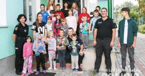 До вихованців полонського притулку «Щасливе дитинство» завітали шефи-полісмени