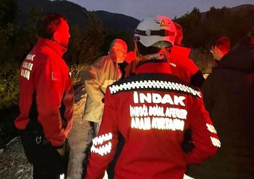 У Туреччині п'яний чоловік разом із рятувальниками шукав у лісі сам себе