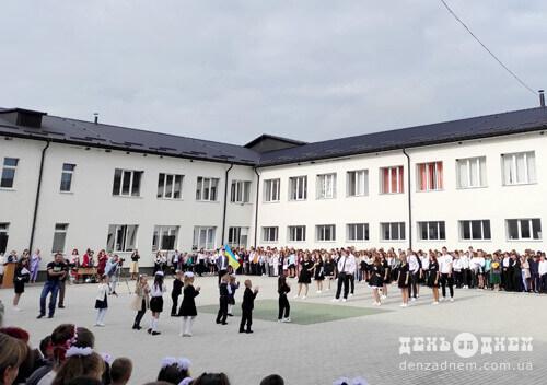 За парти Судилківського ліцею сіли 58 першачків