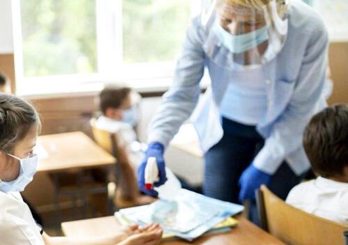 Вчителька відстояла свої трудові права, коли директор школи надумав вирішувати за її лікаря