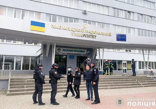 Хмельницький національний університет оточили правоохоронці (Оновлено)