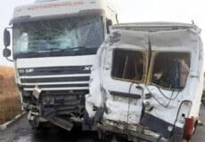 На Хмельниччині тягач наїхав на припаркований мікроавтобус, водій якого загинув на місці