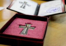 На Шепетівщині вдові загиблого айдарівця вручили «Хрест Героя»