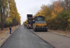 На Хмельниччині дорожники відновлюють дорогу до популярного місця для туризму