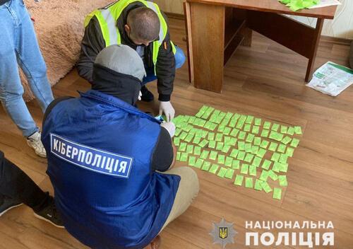 Наркоторговці із Хмельниччини реалізовували наркотики через Telegram-канал
