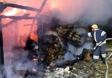 У селі на Шепетівщині вночі згоріла господарча споруда