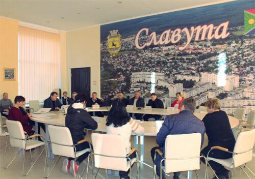 У Славуті, щоб розпочати опалювальний сезон, взяли на баланс комунального підприємства котельні закладів освіти